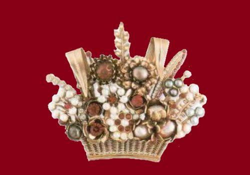 Basket of flowers. Semiprecious stones, cultured pearls, rock crystal, metal, gilding. 1990. 8.5 cm £ 175