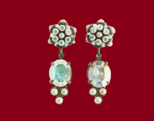 Gold tone metal, crystal and fake pearl earrings with crystals. length 3 cm, 1990s