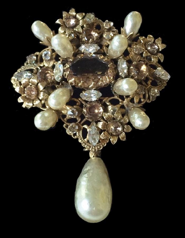 Baroque Pearls pendant brooch
