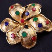 Flower brooch with artificial stones
