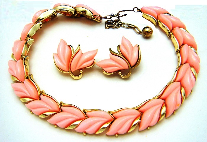 Pink Lucite Necklace Earrring Set. 1060s