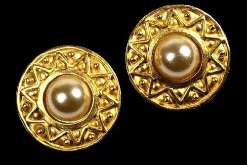 Round cilps, golden metal, faux pearls