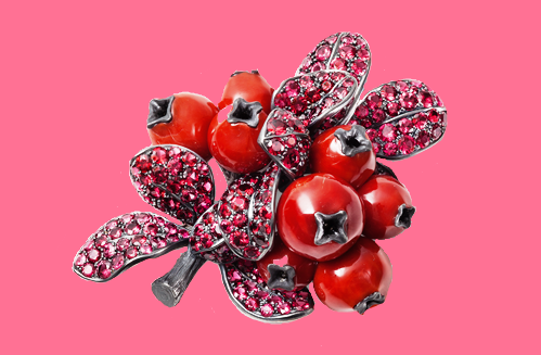 Cranberry brooch. Corals, spinels, silver, gold