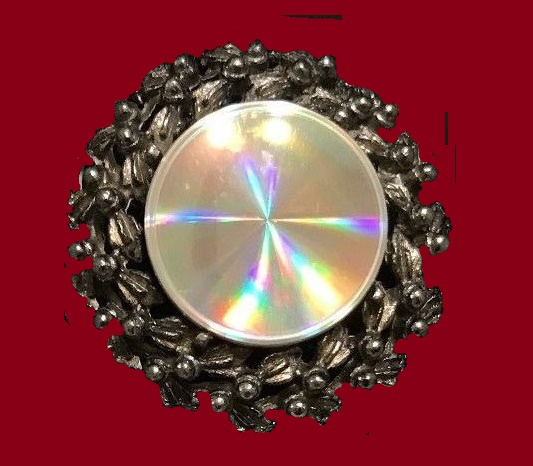 Diffraction jewels. Classic flower brooch by Jewelarama
