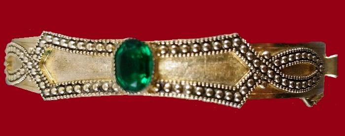 Emarald stone cabochon, gold plated bracelet