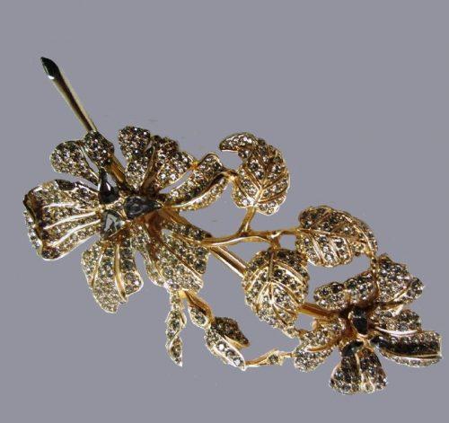 Flower brooch, jewelery alloy, swarovski crystals