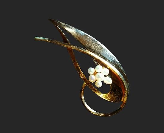 Pearl brooch. 1970s
