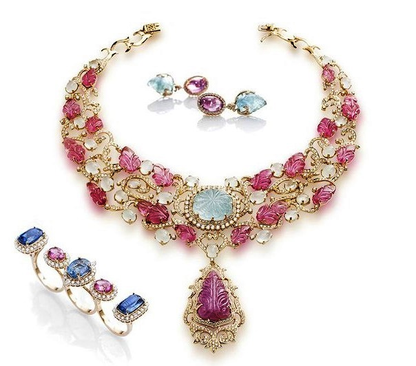Exquisite jewelry set of a necklace, earrings and three-finger ring