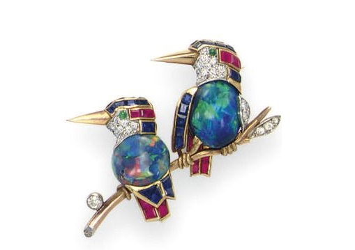 A pair of birds on a branch, brooch