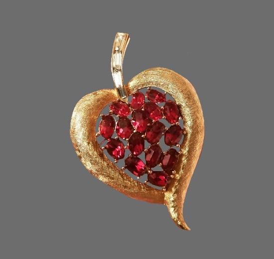 Ruby red rhinestones gold tone leaf brooch. 5.5 cm. 1960s
