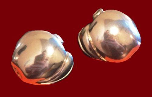 Apple earrings, silver