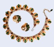 Beautiful set of necklace and earrings, Indian motifs. Gold alloy, rock crystal. 1950's. £ 185-250 ROX