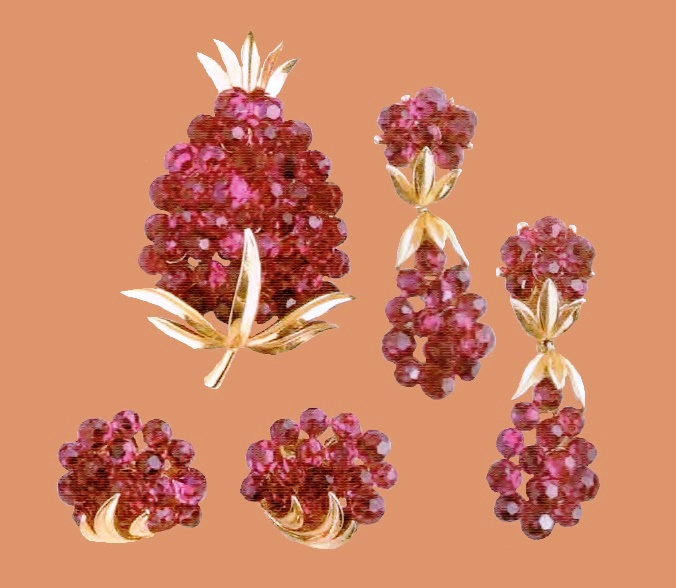 Berry earrings and a brooch £ 55-85 ROX
