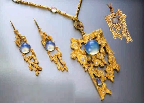 Birch juice necklace and earrings. Tompak, nickel, gilding, zircons, erklez. Casting, forging, chasing. 2004