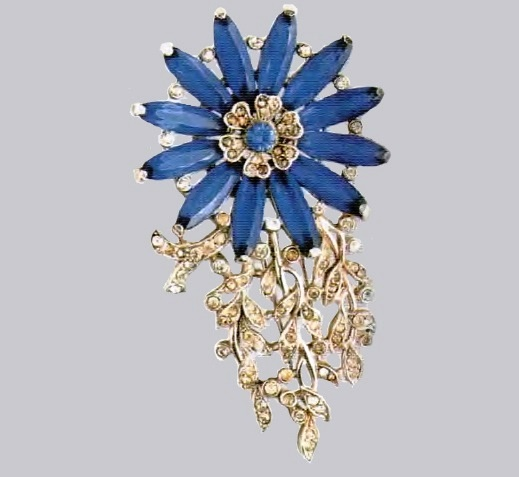 Charming flower brooch. Rhodium-plated metal, transparent rhinestone. 1930's. 8cm £ 185-250 ROX