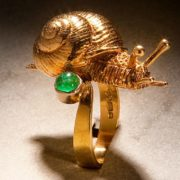 Crawling snail ring. Gold, emerald