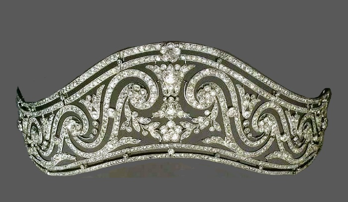 Diamond tiara by Cartier. 1911. Expressive pattern of the garland style