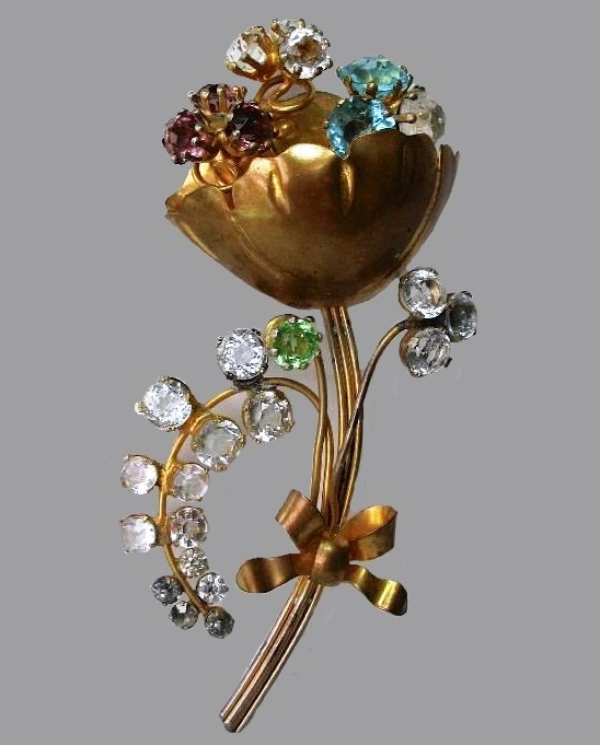 Exquisite flower brooch, metal, rhinestones