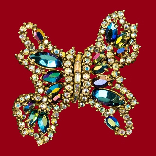 Gorgeous rhinestone brooch
