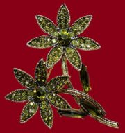 Beautiful Hollycraft costume jewellery