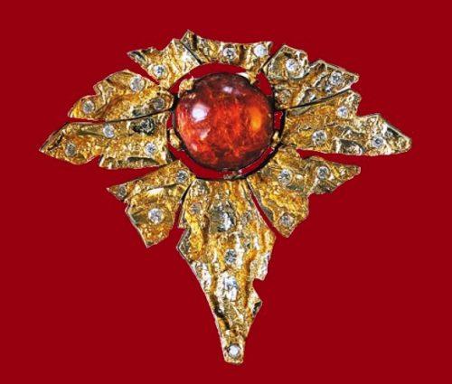 Heat. Brooch 1980. Gilding, fire opal, zirconium