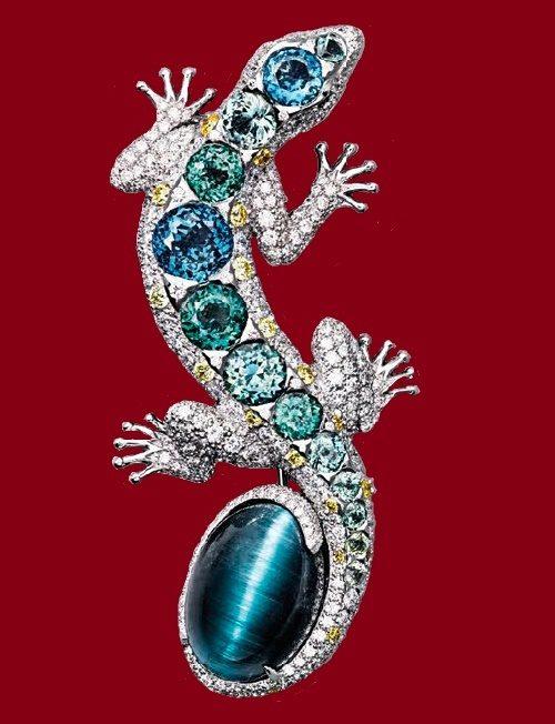 Lizard brooch. 13.71-carat cat's eye tourmaline, set with sapphires and diamonds