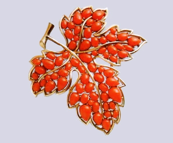 Maple leaf brooch. Cabochons of coral color. Mid-1950's. £ 75-85 CRIS