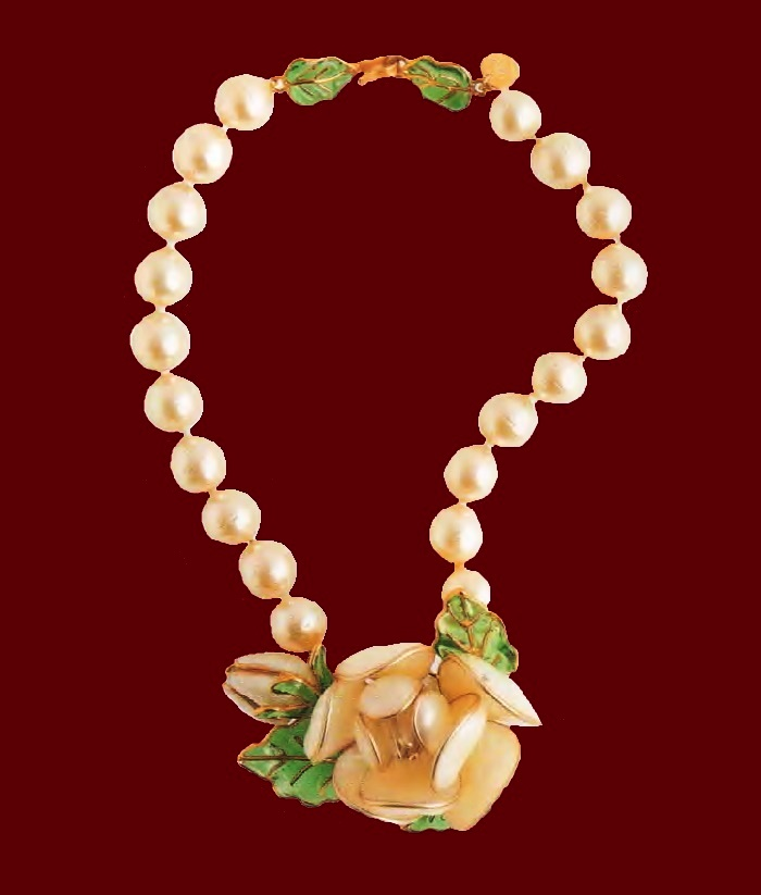 Necklace with pendant, artificial pearl, pate de Verre, mother of pearl. 2000 Circumference 39 cm, length of the pendant 7 cm