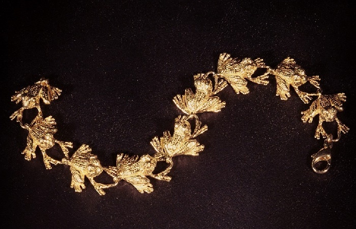 Original frog bracelet made of gold