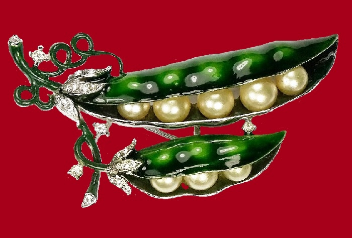 Pea in a pod brooch