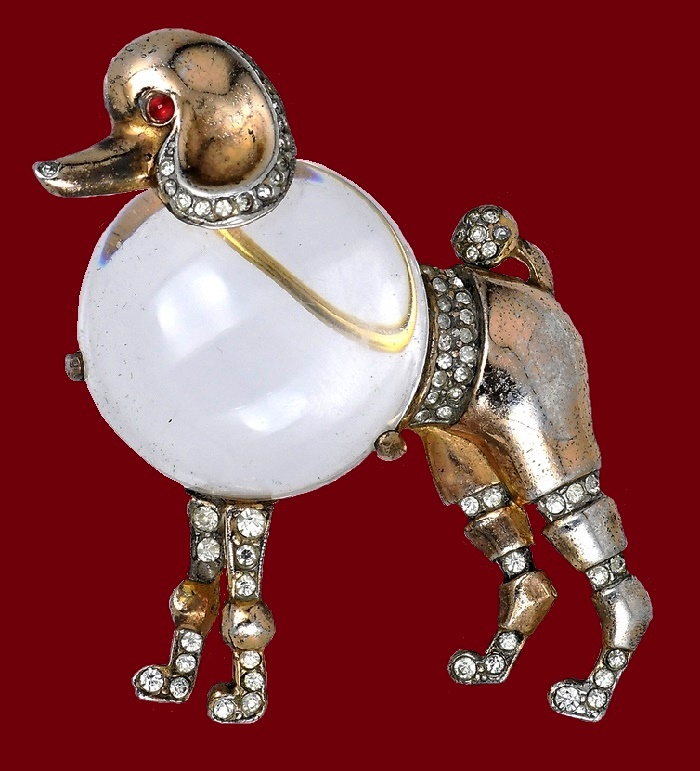 Poodle brooch, metal, gilding, lucite, red rock crystal. 1944. 5 cm £ 500-600 CRIS