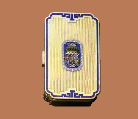 Powder box made of gold with enamel, jade and diamonds. Around 1925