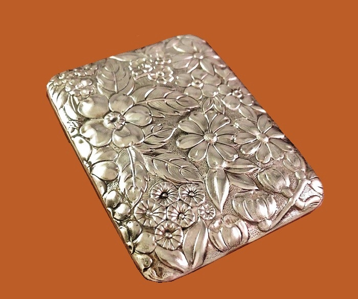 Rare sterling silver four key clutch, floral motif, sterling silver