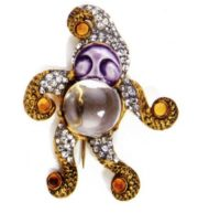 Snowman. 1941. Manufacturer Sandor Goldberger for Fred A.Block Inc. Gold plated metal, lucite, ceramics, enamel, yellow cabochons and rhinestones. 7.5 cm