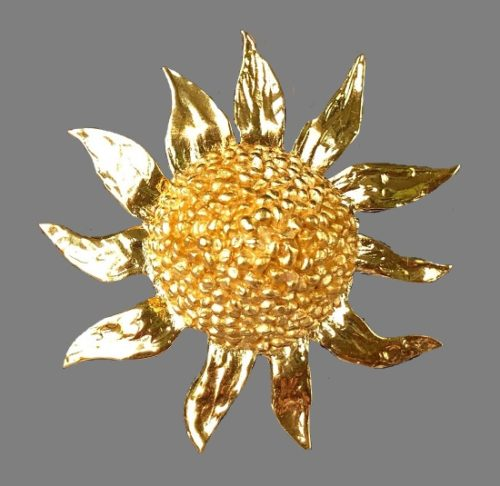 Sun brooch. 24 K gold plated. 6,5 cm. 1980s