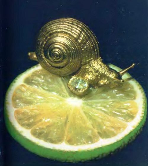 The original jewelry in the form of a gold snail with a diamond, can be made as a ring, necklace or earrings