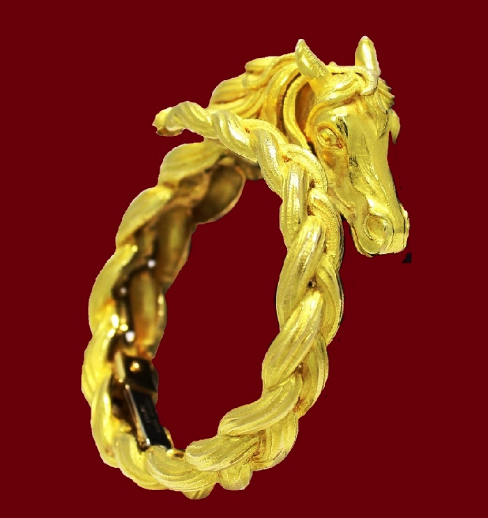 Yellow gold horse bracelet