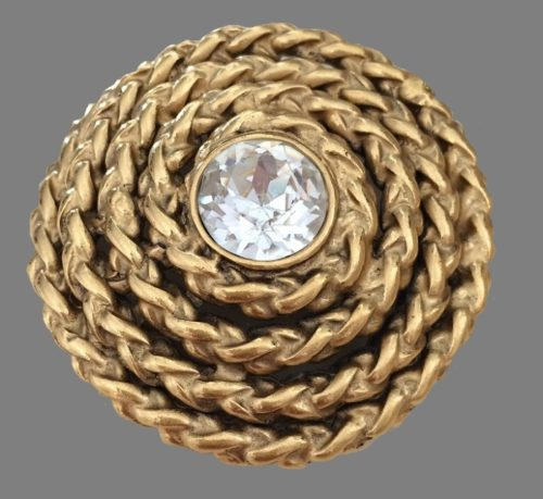 spectacular brooch of matte gold in the form of a twisted thread and decorated with a Swarovsky crystal insert in the middle of 4.5 cm