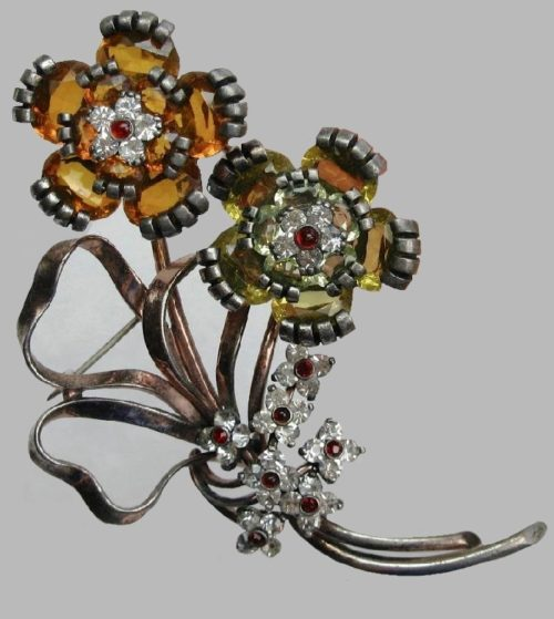 1930s flower brooch. Sterling silver, rhinestones