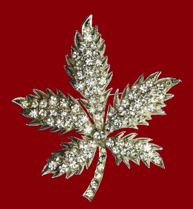 1960s vintage leaf brooch