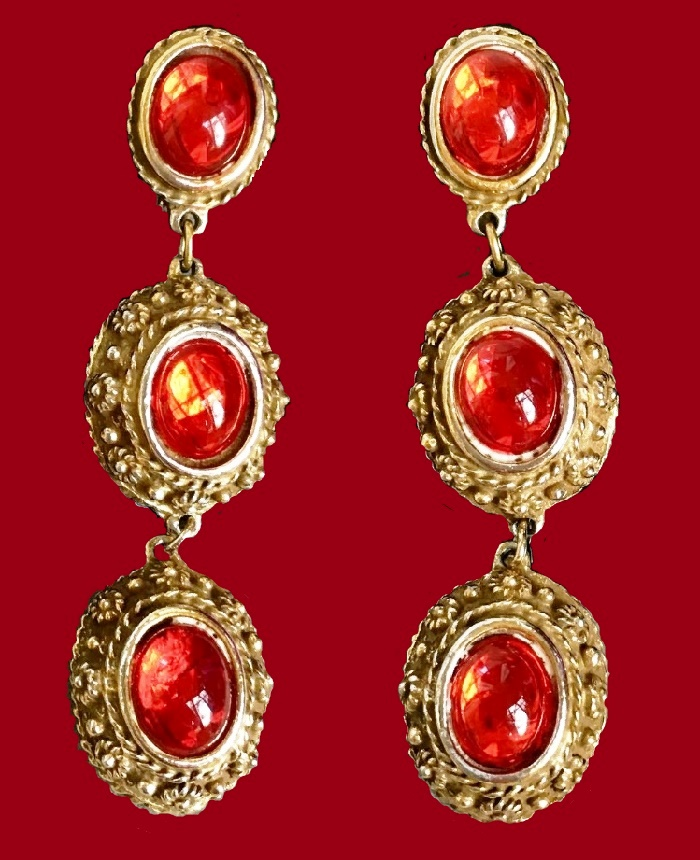 6.5 cm earrings, made of jewellery alloy of gold tone and jewellery glass