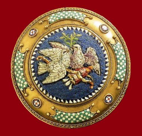 A late 19th Century gold tone metal, micro mosaic brooch. 3,5 cm