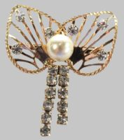 Angel brooch. Faux pearl, rhinestones, gold filled