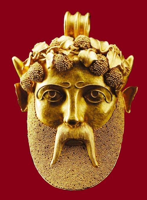 Antique style gold pendant