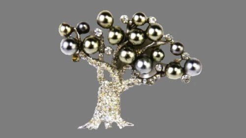 Apple Tree brooch, 1940. Designed by Oreste Pennino. Rhodium plated metal, rhinestones, pearl essence. 4.5x5.8cm