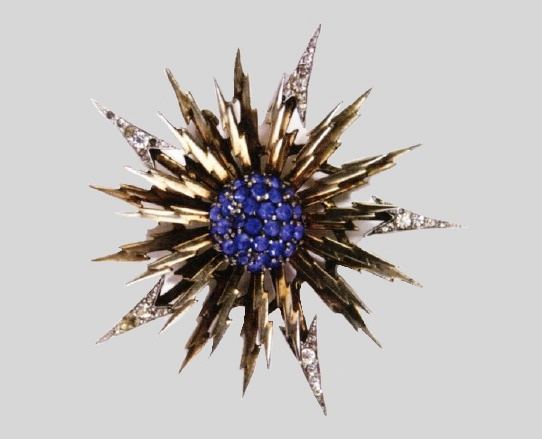 Beaming sun gold-plated metal brooch-pendant. 6.5cm. 1946