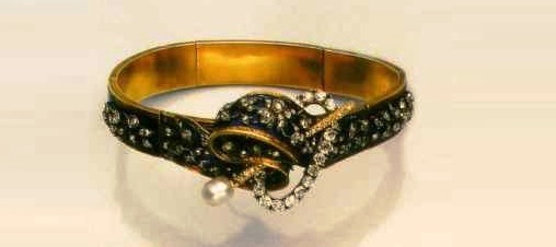 Circa 1850. Gold bracelet with enamel, pearls and diamonds