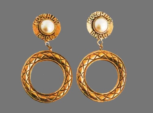 Clip on earrings. Ancient metal of gold tone, cabochon - artificial pearl,. The 1980s. d 9.5 cm £ 15-20 MILLB