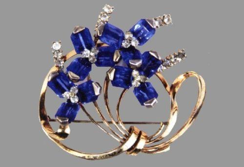 Crystal flowers, 1946. Sky blue crystals, sterling. Designer Oreste Pennino. Brooch 7.5x9.6cm; clip earrings 2.5cm