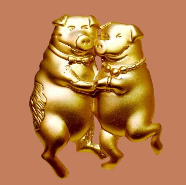 Dancing pig brooch, American vintage